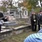 Megemlékezés a Fábry Zoltán sírkőnél, az 1956-os emlékkőnél