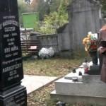 Törköly József felújított sírkövénél