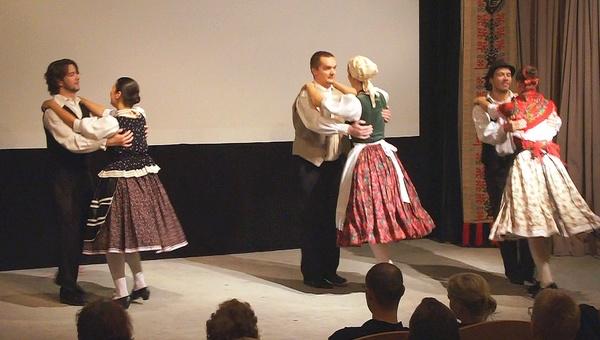 A prágai Nyitnikék tánccsoport műsora