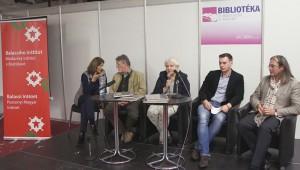 Szabó Zuszsa, Jankovics Marcell, Katarína Kosová, Július Barczi és Méry Gábor a pozsonyi 22. Bibliotékán
