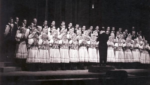 Szíjjártó Jenő a Népest vezényli 1954-ben