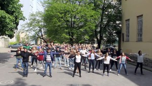 Flash mob a Duna utcán a tánc világnapja alkalmából