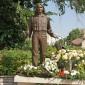 Koszorúzás Kaszás Attila szobránál Komáromban