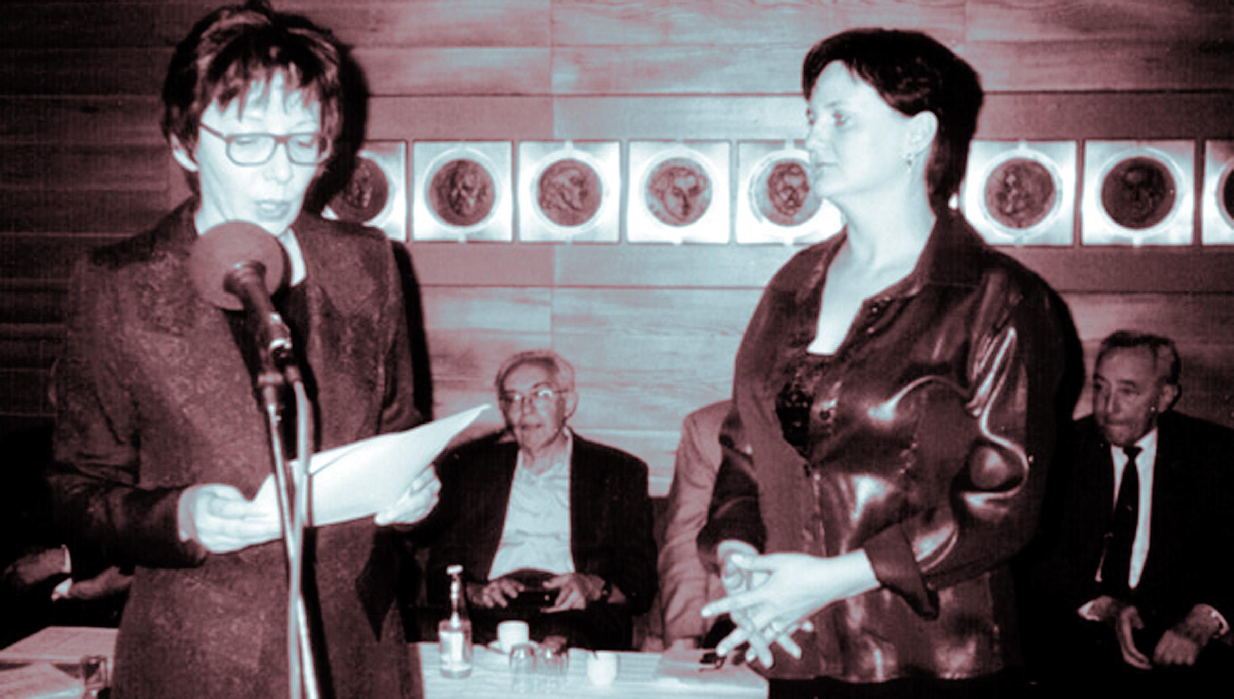 Madách-díjat kapott 2002-ben Magház című verseskötetéért M. Csepécz Szlivia. A laudációt Haraszti Mária mondta a Szlovák Írószövetség klubjában.