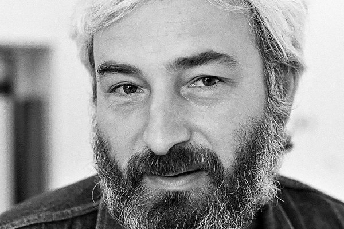 Dežo Ursiny (4. október 1947 - 2. máj 1995) (Zdroj: Pavel Kastl) Čítajte viac: http://kultura.sme.sk/c/7779973/dezo-ursiny-hudba-nie-je-diagnoza.html#ixzz4M7et6TUr
