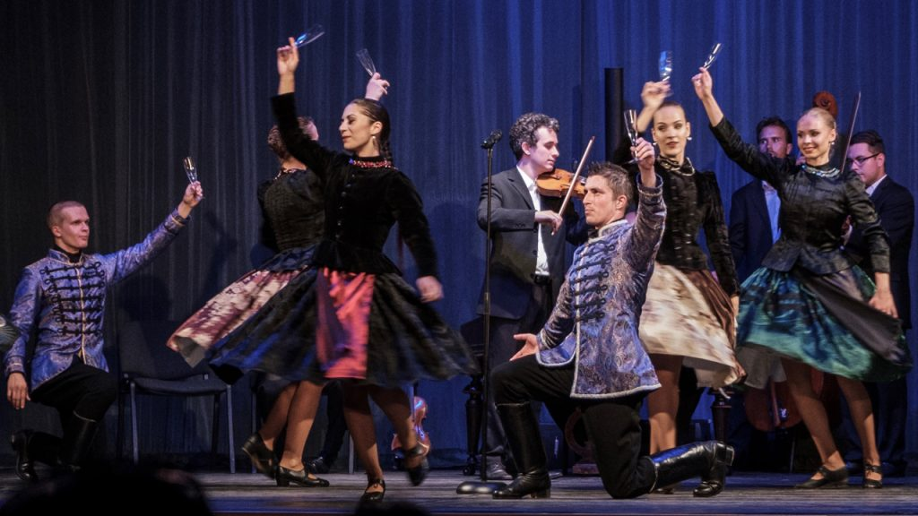 Határon túli nemzeti tánc