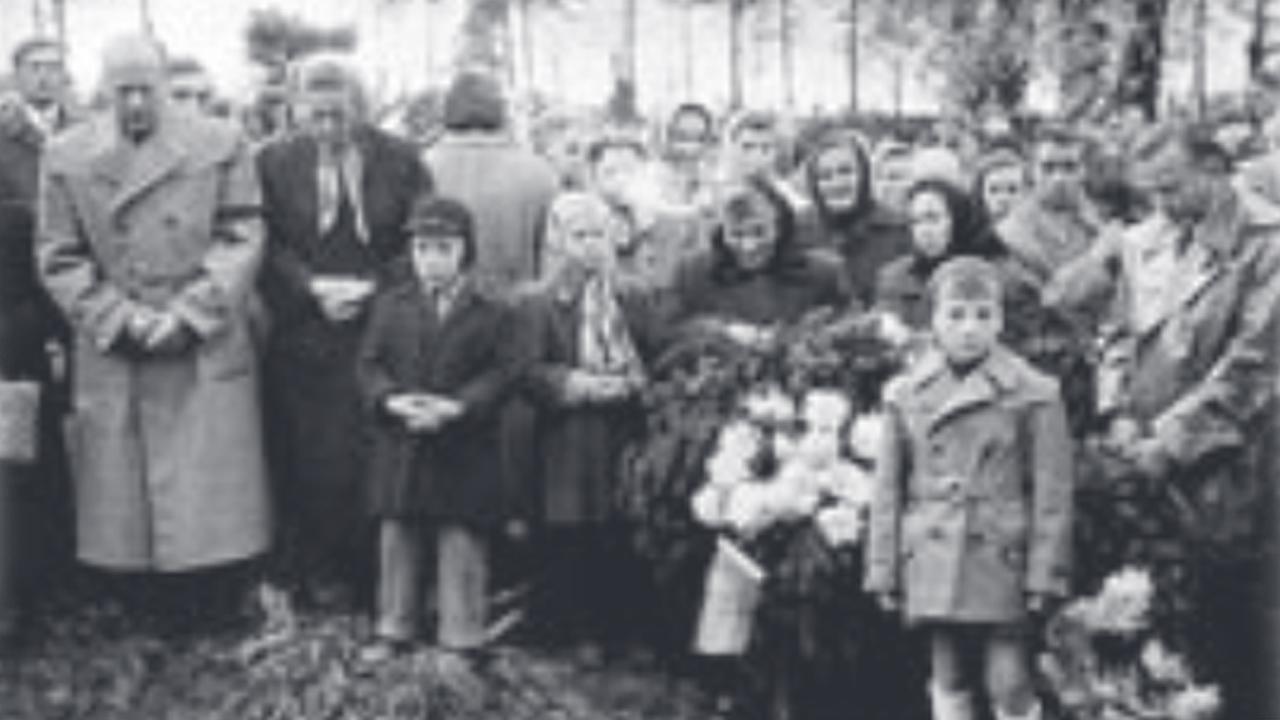 Mosonmagyaróvár 1956 - a sortűz áldozatainak temetése