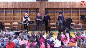 A Muzsikás együttes a pozsonypüspöki alapiskolában
