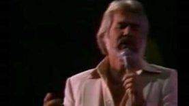 Elhunyt Kenny Rogers countryzenész